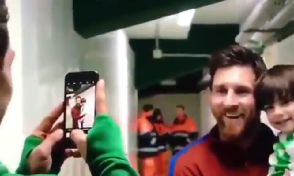 VÍDEO: a reação imperdível do filho de Guardado ao conhecer Messi
