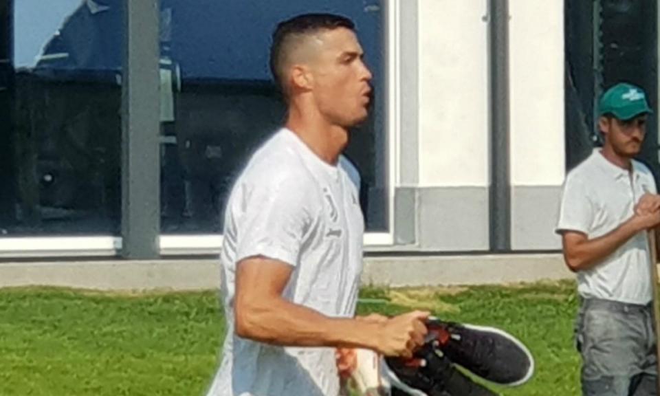 VÍDEO: Ronaldo ensaiou um «bola na barra» e o resultado foi este