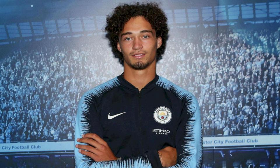 Manchester City contrata jovem central holandês
