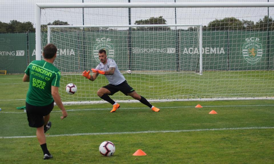Sporting: Viviano com entorse na cervical