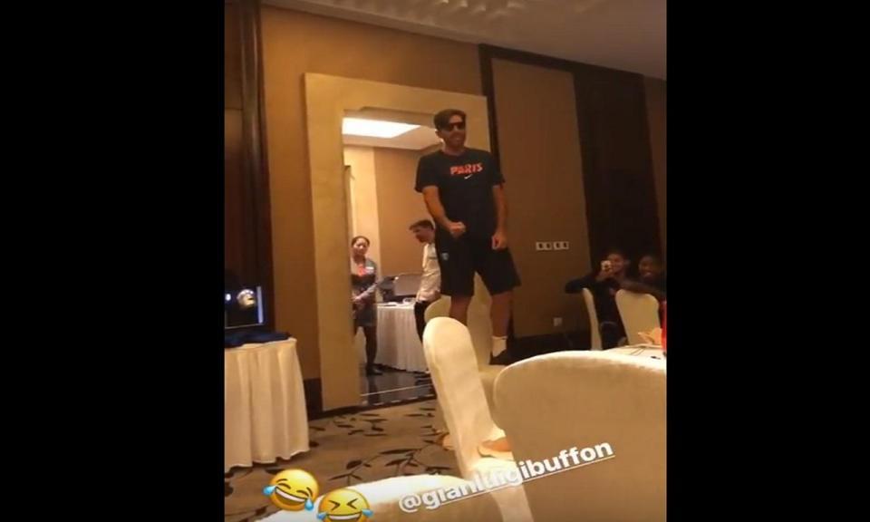VÍDEO: já viu a praxe de Buffon no PSG?