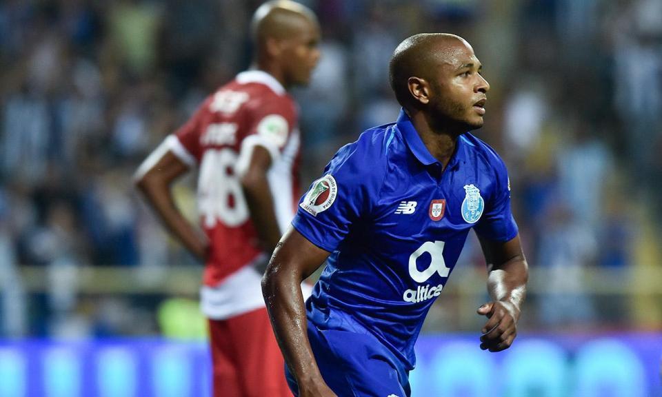 FC Porto-Aves: Brahimi marcou e saiu lesionado