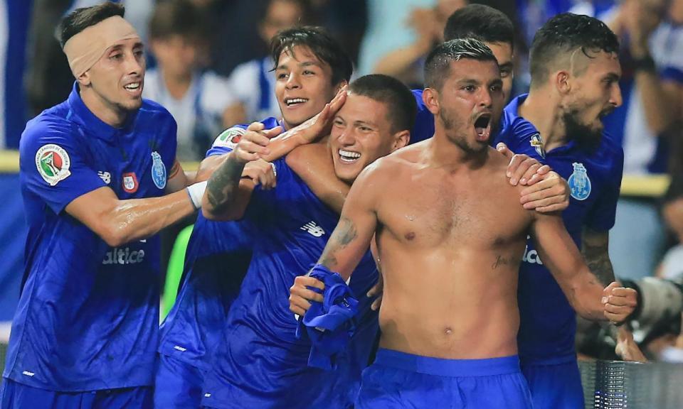 FC Porto-Galatasaray (equipas): Corona titular
