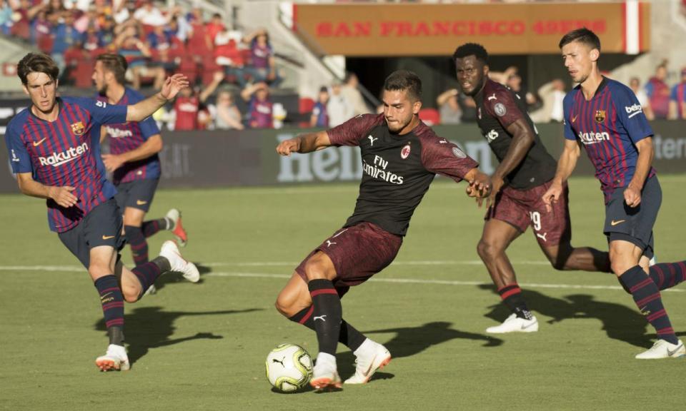 VÍDEO: Milan vence Barcelona com golo de André Silva