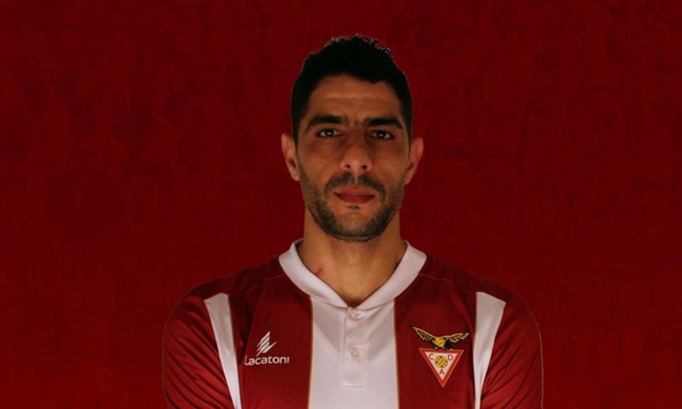 OFICIAL: Desp. Aves contrata El Adoua por uma época
