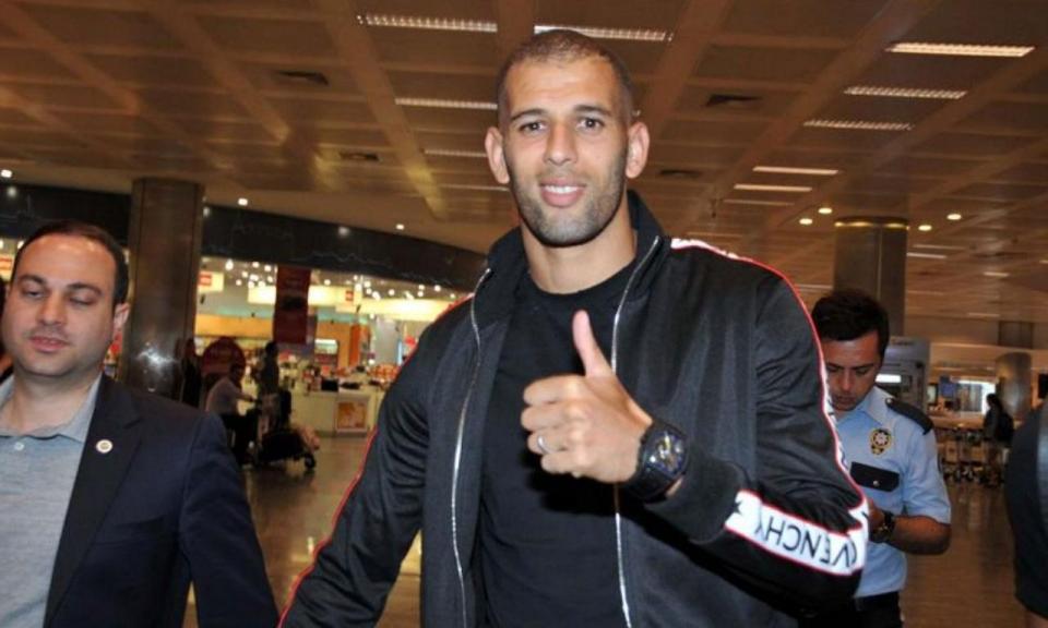 VÍDEO: Slimani em Istambul para assinar pelo Fenerbahçe