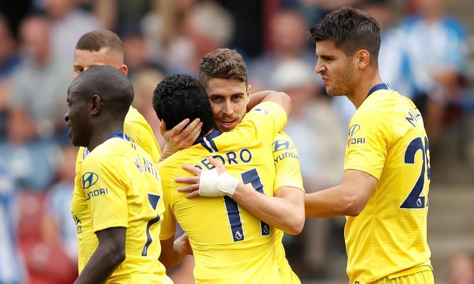 Jorginho estreia-se com golo e Chelsea vence em Huddersfield