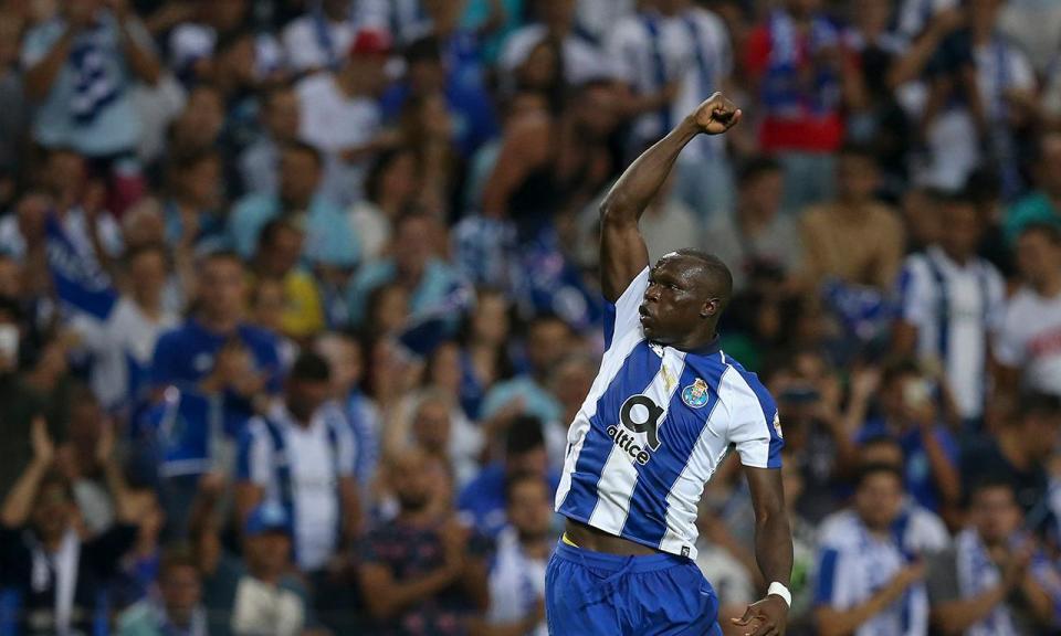 VÍDEO: a bola vem do poste e Aboubakar faz o segundo para o FC Porto