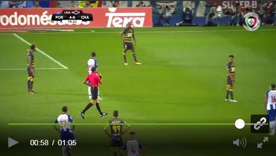 VÍDEO: a expulsão de João Teixeira, que esteve cinco minutos em campo