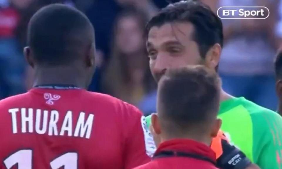 VÍDEO: Buffon trocou de camisola com o filho de um ex-companheiro