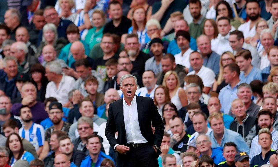 VÍDEO: o momento em que Mourinho abandona a sala de imprensa irritado