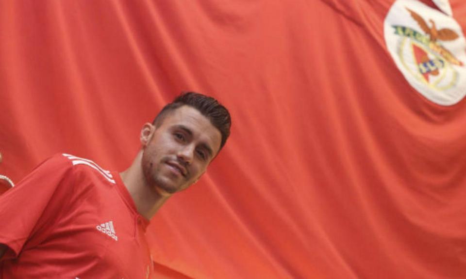 Benfica: Corchia é novidade para Chaves, Salvio de fora