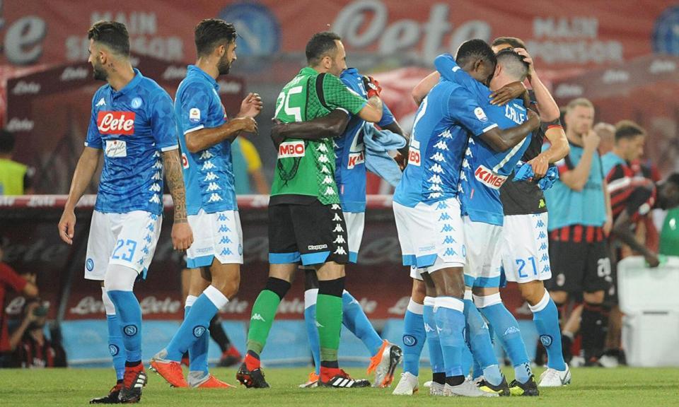 Nápoles: ex-Benfica sofre rotura do ligamento cruzado anterior