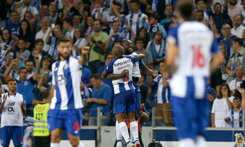 FC Porto: Brahimi e Corona evoluíram para treino condicionado