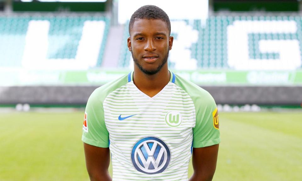 FC Porto: Bazoer chega por empréstimo