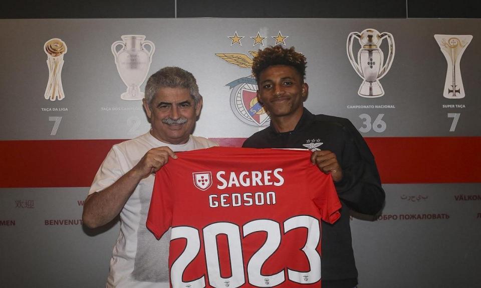 OFICIAL: Benfica renova com Gedson e sobe cláusula para 120 milhões