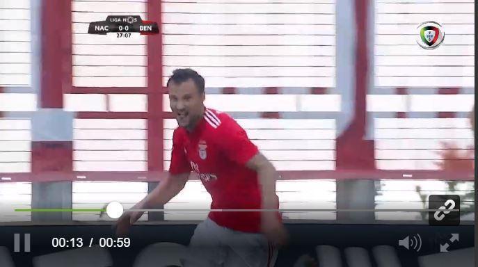 VÍDEO: jogada de Salvio e Seferovic dá vantagem ao Benfica