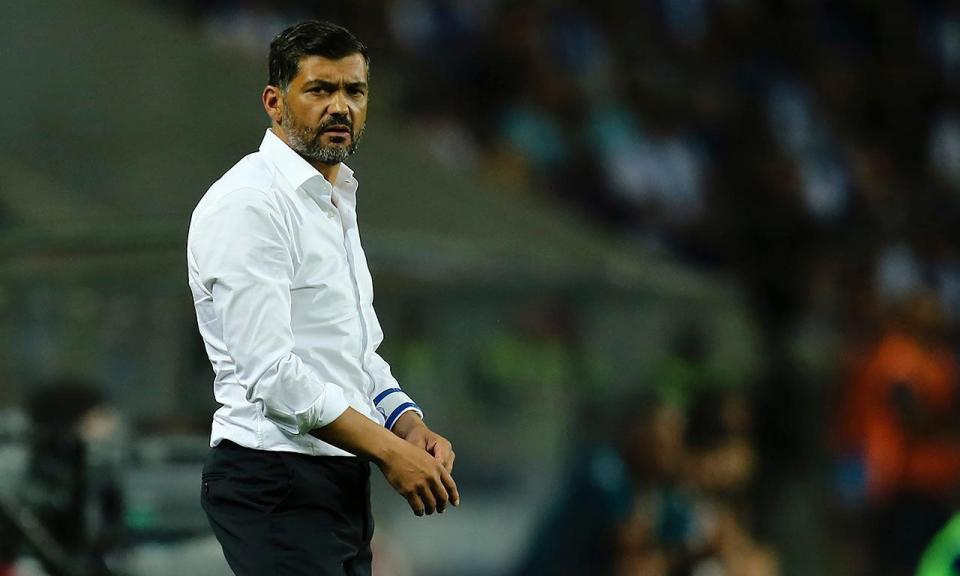 Sérgio Conceição expulso no intervalo do FC Porto-Chaves
