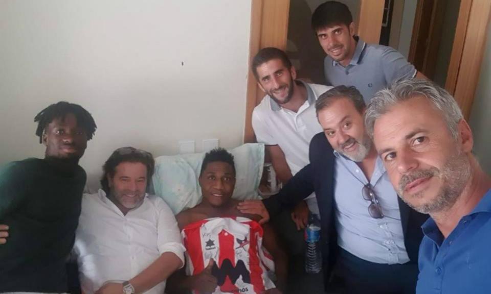 Leixões faz visita surpresa a lesionado Medarious em Guimarães