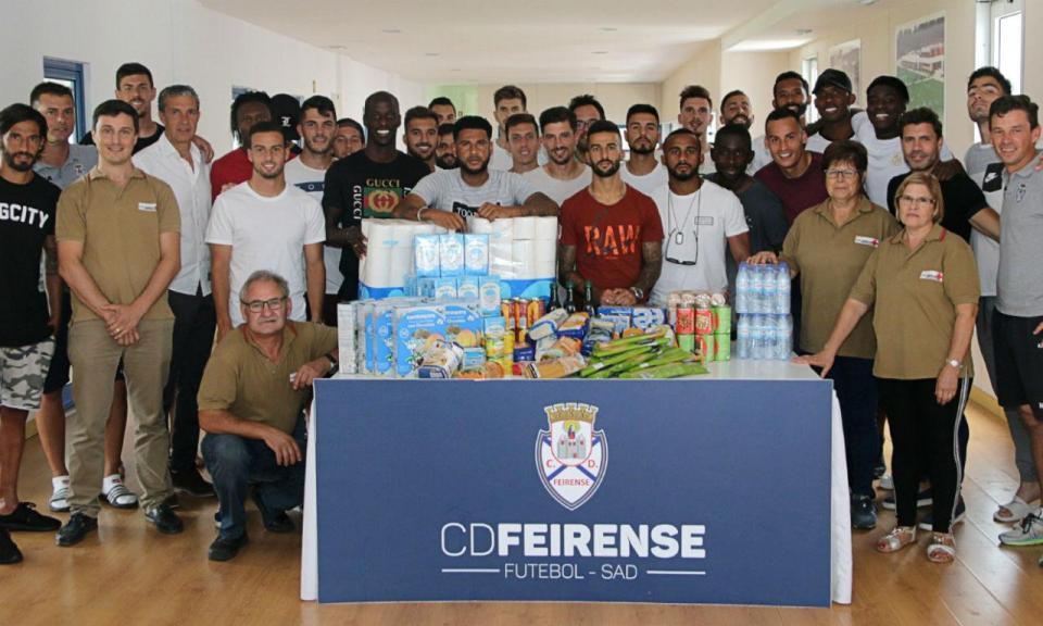 Plantel do Feirense reúne alimentos para a Cruz Vermelha