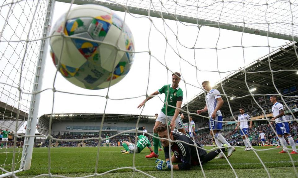 Will Grigg «on fire» não evita derrota da Irlanda do Norte