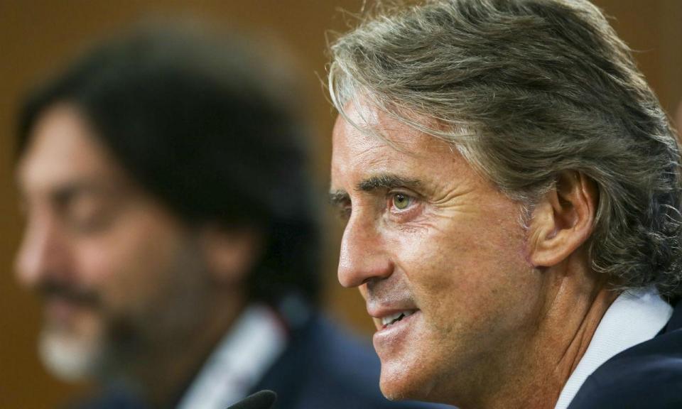 Itália: Mancini confirma dois jogadores no «onze» e rebate críticas