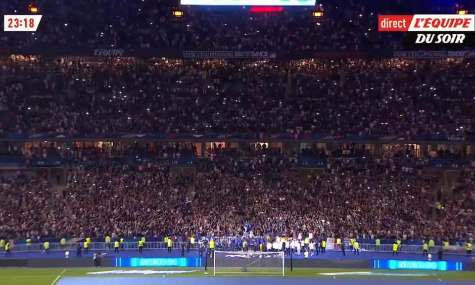 VÍDEO: Stade de France une-se e canta música de Kanté