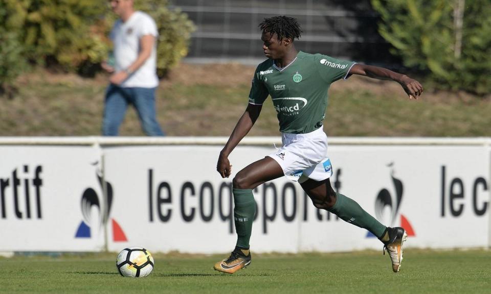 França: antigo jogador do Saint-Étienne morre em tiroteio