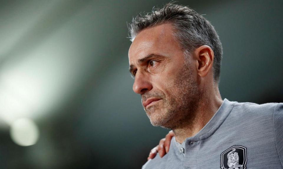 Paulo Bento invicto na Coreia vence Uruguai de Coates