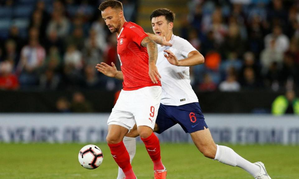 Dez minutos de Seferovic na derrota da Suíça com Inglaterra
