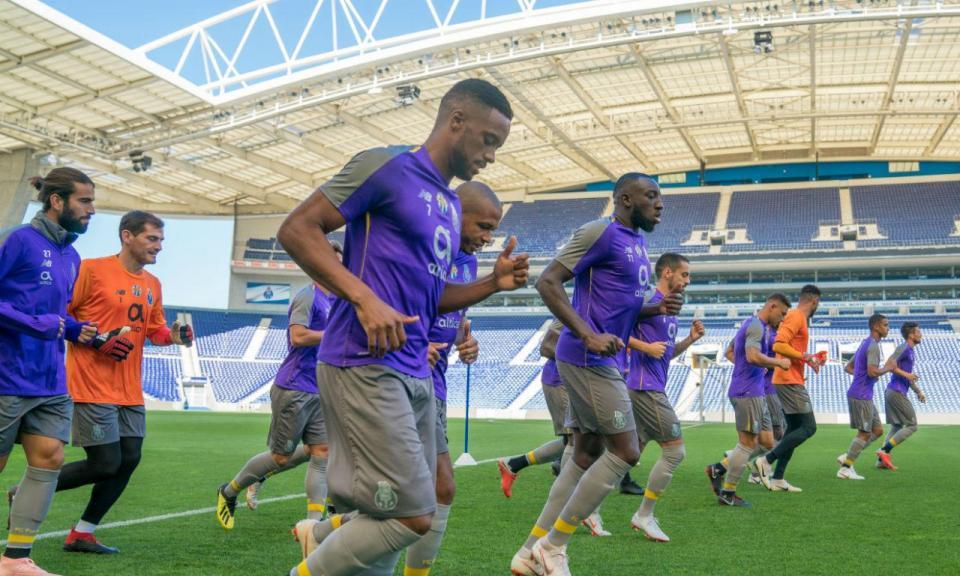 FC Porto: um defesa, um médio e um avançado no boletim clínico