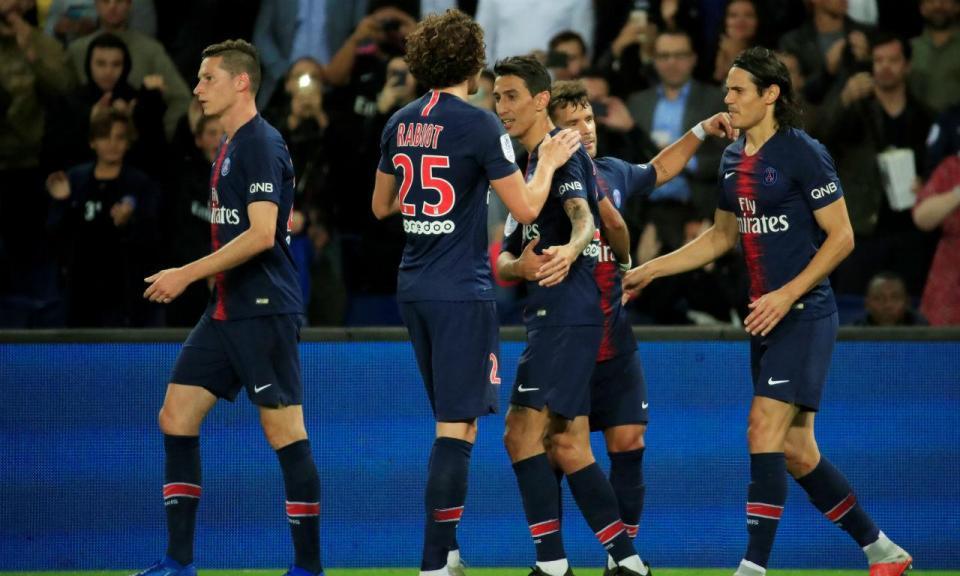 Paris Saint-Germain goleia, Nice vence no último minuto