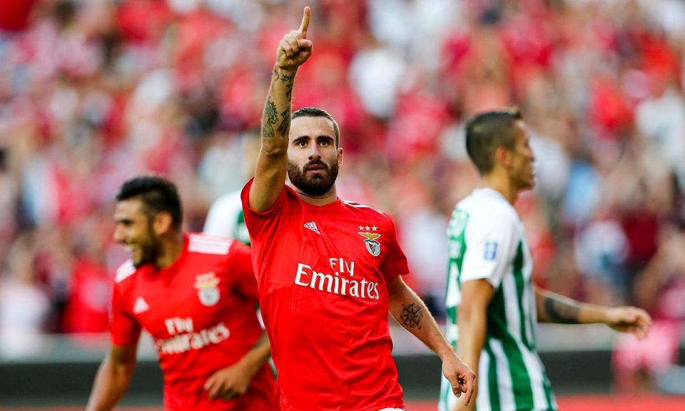 VÍDEO: três minutos e Rafa dá vantagem ao Benfica em Chaves