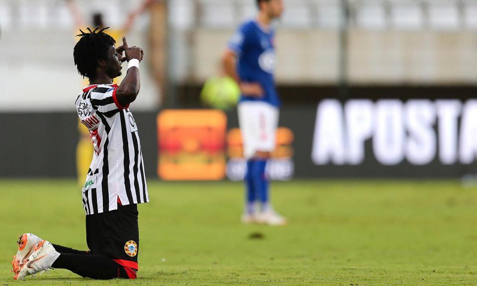 II Liga: Varzim arranca empate em Guimarães com menos um