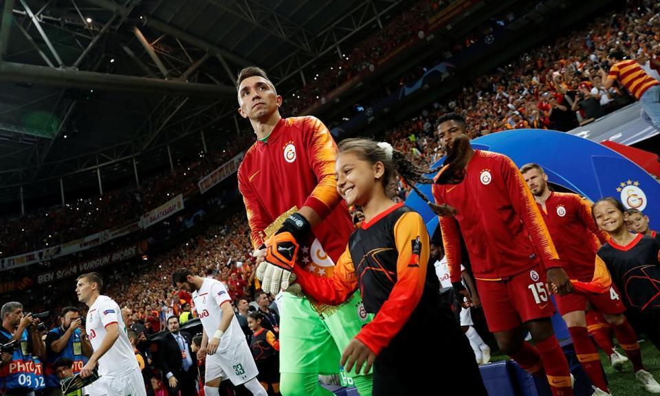 Atenção FC Porto: Akhisar sem portugueses cilindra Galatasaray