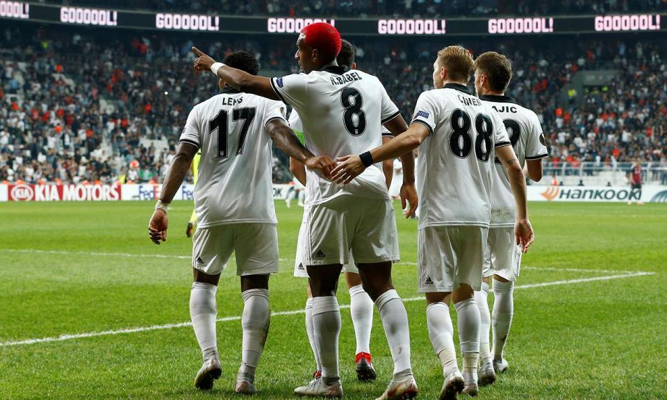 Turquia: Quaresma e Pepe empatam em casa de Slimani