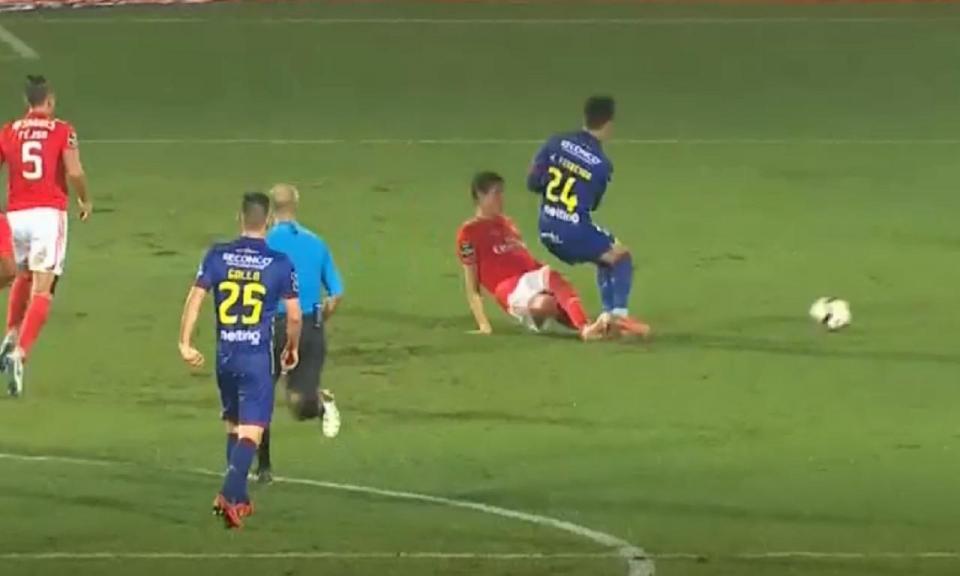 VÍDEO: Conti entrou assim sobre João Teixeira e acabou expulso