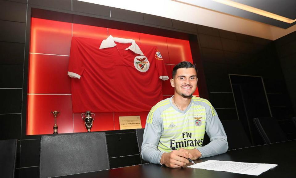 Benfica segura guarda-redes da equipa B
