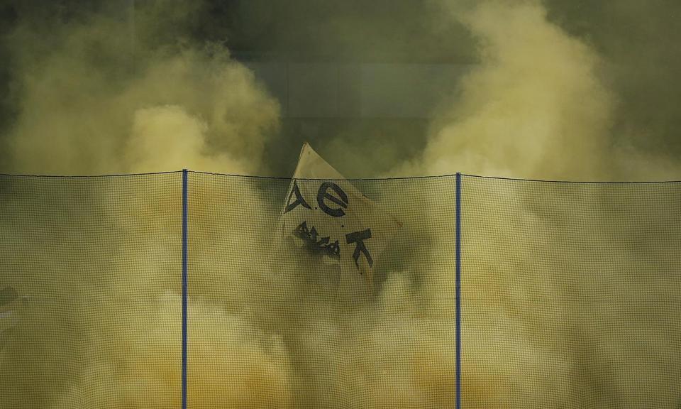 Atenção Benfica: AEK perde pontos no campeonato por violência de adeptos
