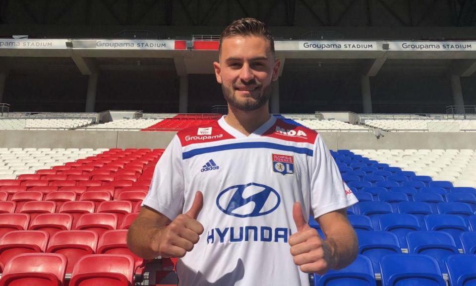 Lyon renova contrato com internacional francês sub-21 até 2023