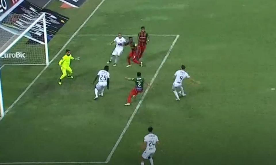 VÍDEO: Guedes bisa e dobra vantagem do Vitória