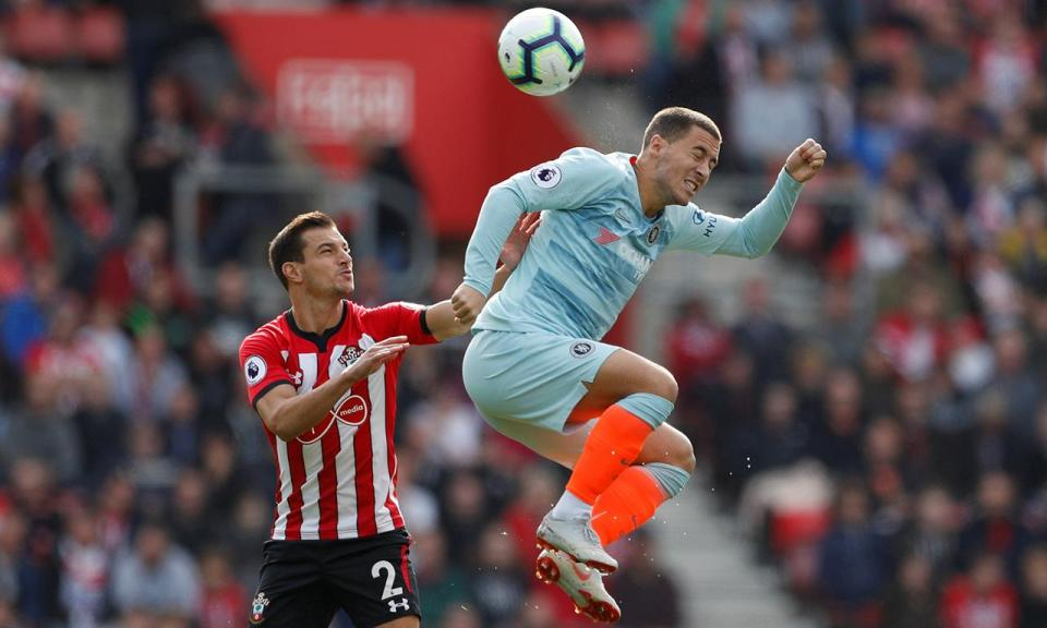 Chelsea vence Southampton de Cédric e está na frente