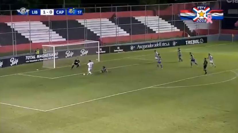 VÍDEO: como é possível falhar esse golo, Óscar Cardozo?