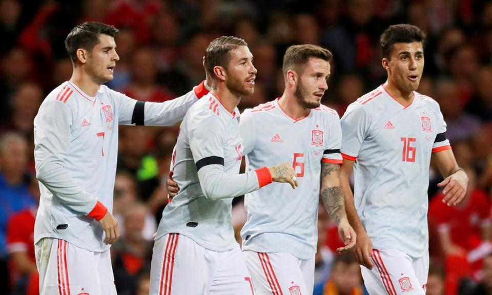 Particular: Espanha goleia em Cardiff com «bis» de Paco Alcácer