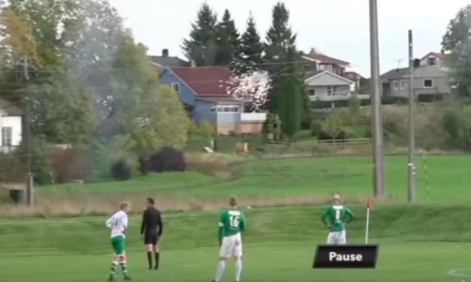 VÍDEO: incrível, pontapé na bola rebenta cabos de alta tensão