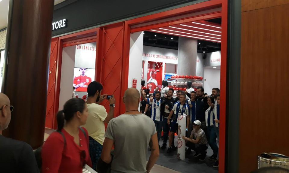 FOTO: PSP chamada à loja do Benfica num shopping de Matosinhos