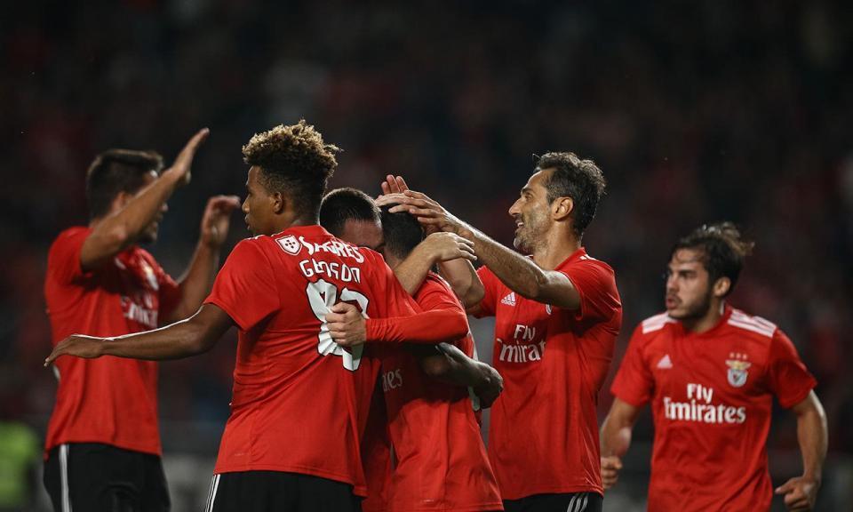 Benfica  os convocados para o jogo com o Ajax  8280de9fec819