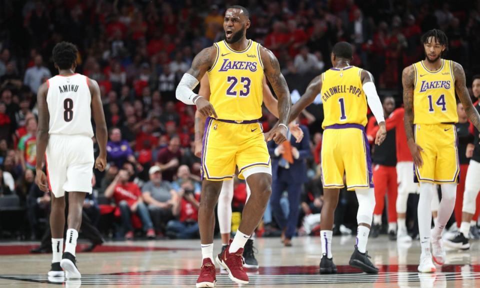 NBA: primeira vitória de LeBron com os Lakers, show de Curry em Oakland