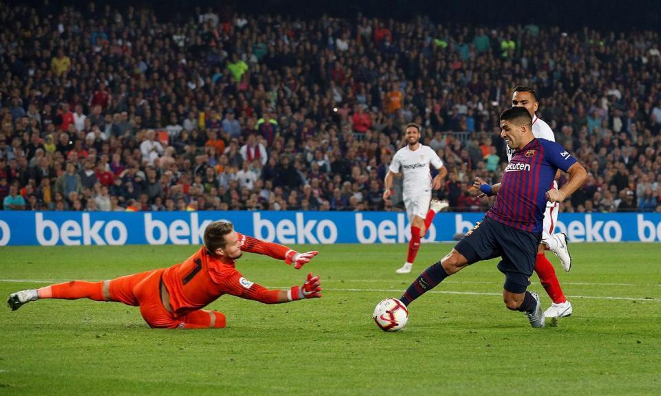 Suárez: «O Barcelona precisa de um nove, tenho 31 anos»