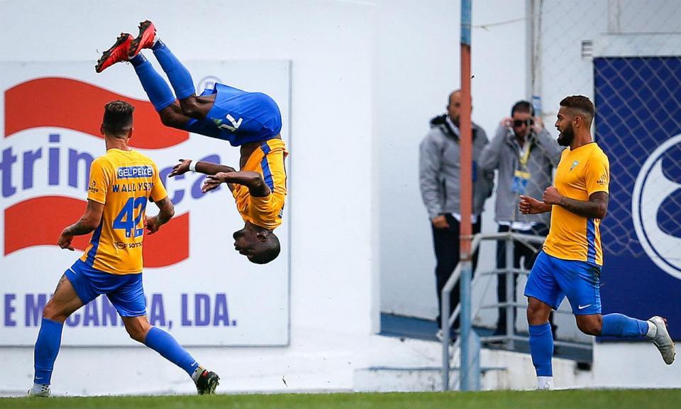 II Liga: Estoril vence e junta-se ao «pelotão» do 2.º lugar